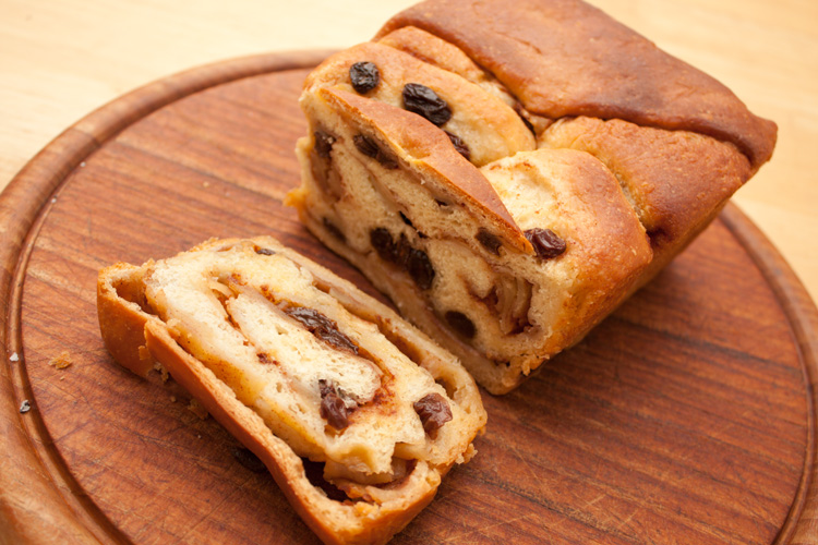 Apple, Cinnamon, and Raisin Loaf | Cake and Cookie Recipes